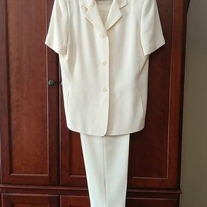 Chaus cream short sleeve pants suit